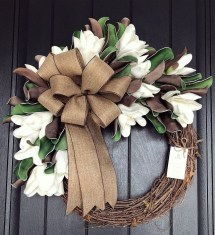 Pretty Wreath Decor Ideas To Hang On Your Door20