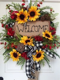 Pretty Wreath Decor Ideas To Hang On Your Door21