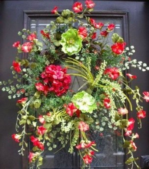 Pretty Wreath Decor Ideas To Hang On Your Door25