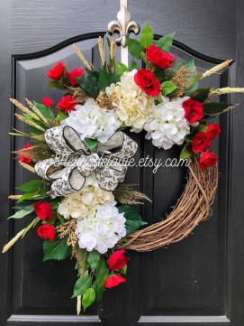 Pretty Wreath Decor Ideas To Hang On Your Door38