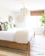Cute Chandeliers Decoration Ideas For Your Bedroom34