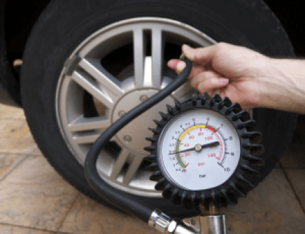 962x738xtyre-pressure-checking-1-png-pagespeed-ic-xuvbumjbg0
