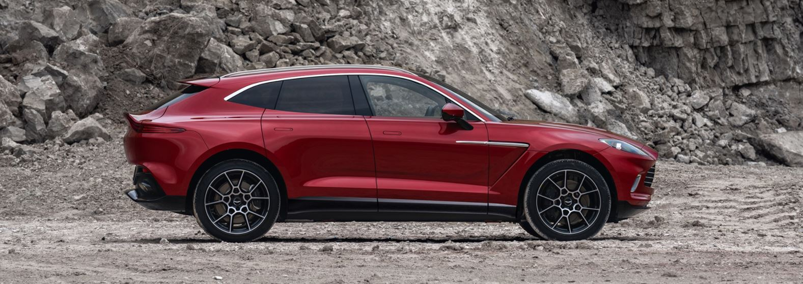 Here's What Really Matters in Aston Martin Dbx 2021