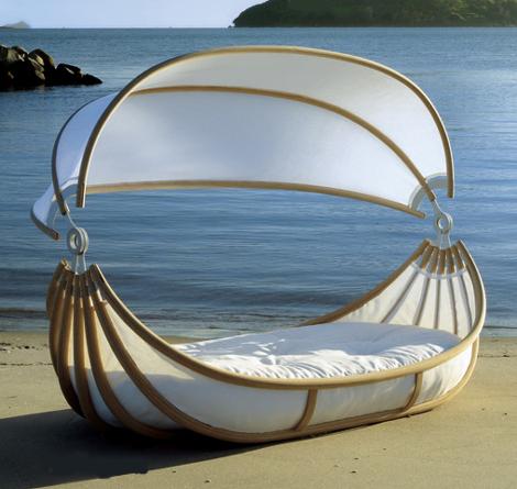https://i0.wp.com/www.trendir.com/archives/design-mobel-outdoor-canopy-beds.jpg