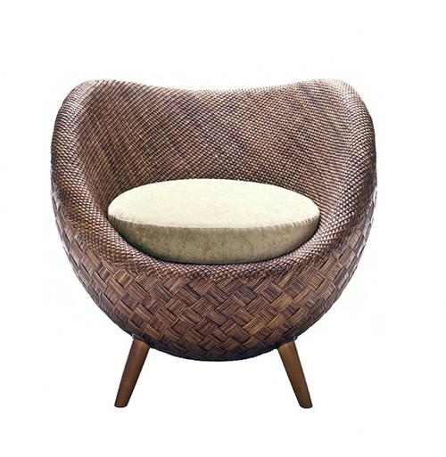 Small Comfortable Rattan Chair by Kenneth Cobonpue La luna