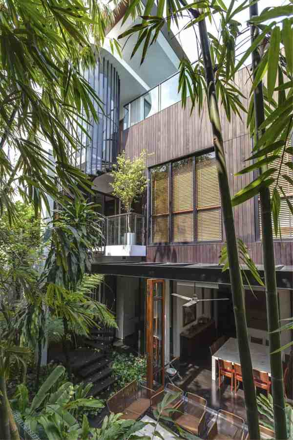 Lush Gardens And Peekaboo Roof Pool Define Contemporary
