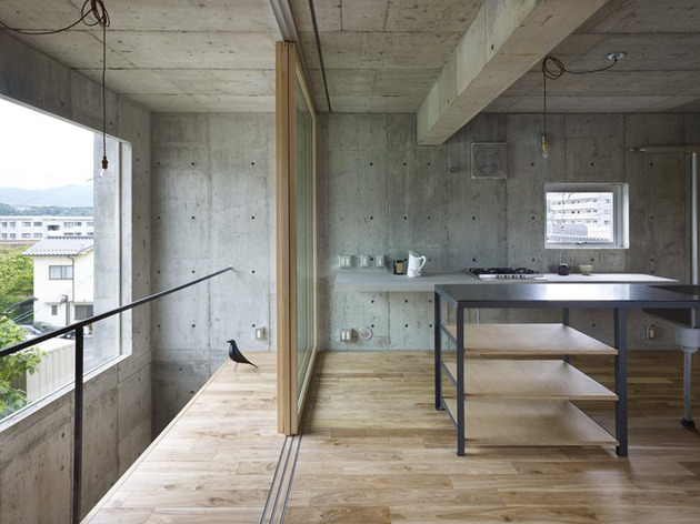 curved-concrete-house-with-interior-courtyard-5.jpg