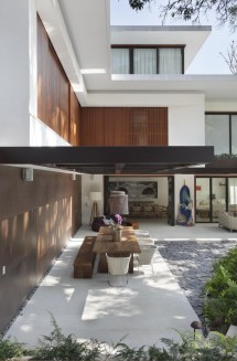 Contemporary Colonial Home In Rio Decorated Neutral