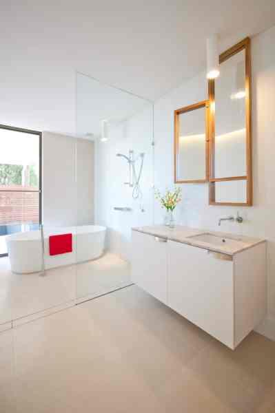 contemporary beach house bathroom Strangely Shaped Beach House on a narrow lot | Modern House Designs