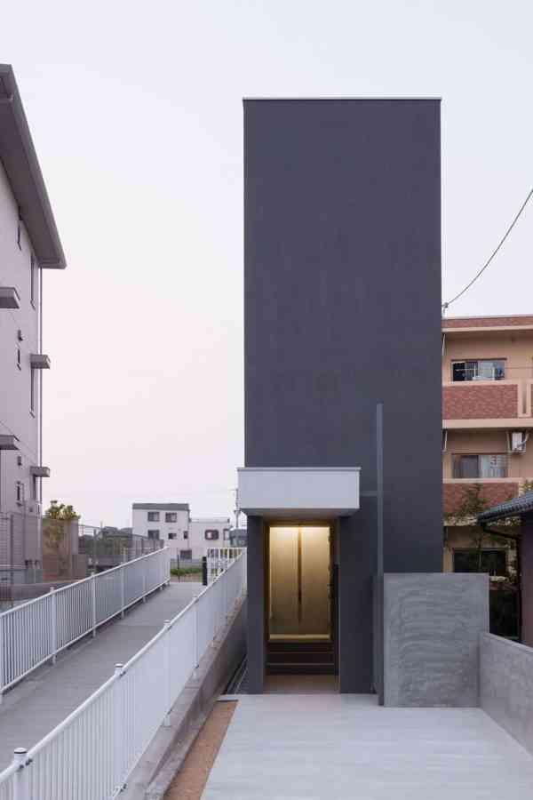 Narrow Urban Home With Concrete Walls And Upper Bridge