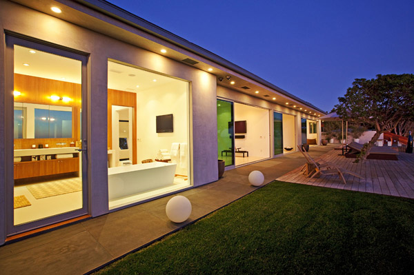 Waterfront Vacation Home Plans  Oceanfront Luxury Home for Sale in Malibu  Modern House Designs