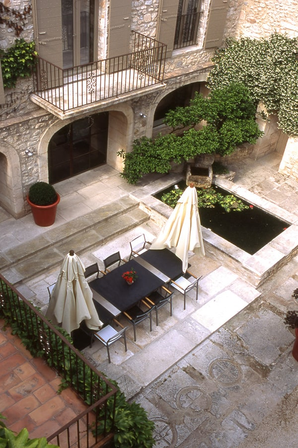 French Style Courtyard  Modern Outdoors