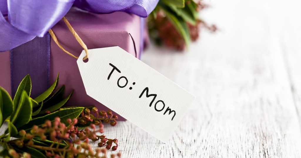 Best Christmas gift ideas for mom & Motheru0027s Day 2018 - Motheru0027s Day 2018 Gifts Cards Flowers or Brunch
