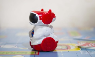 Clementoni Doc robot insegna coding bambini
