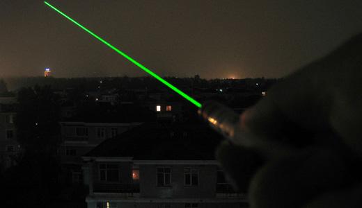 green_laser_beam_95mw_raw.JPG