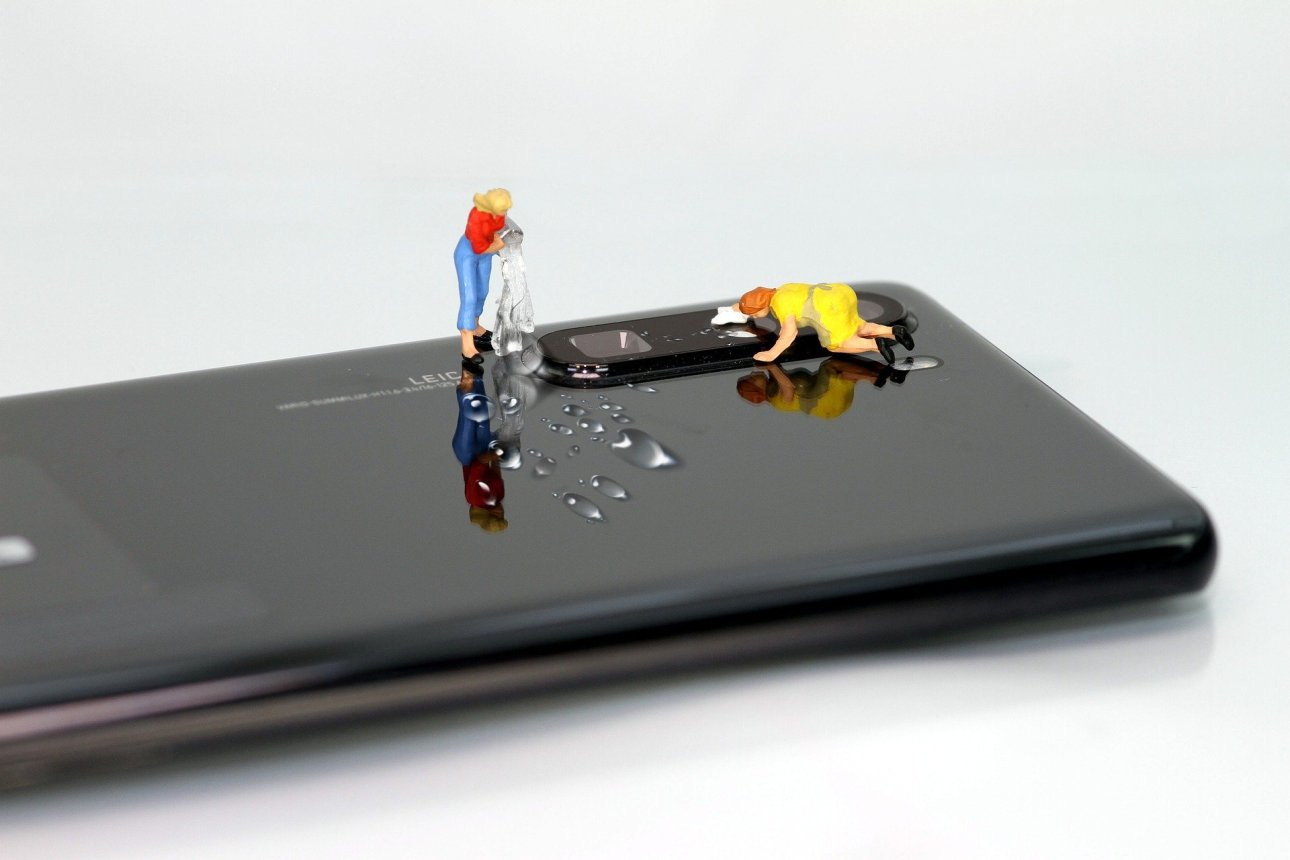 smartphone cleaning