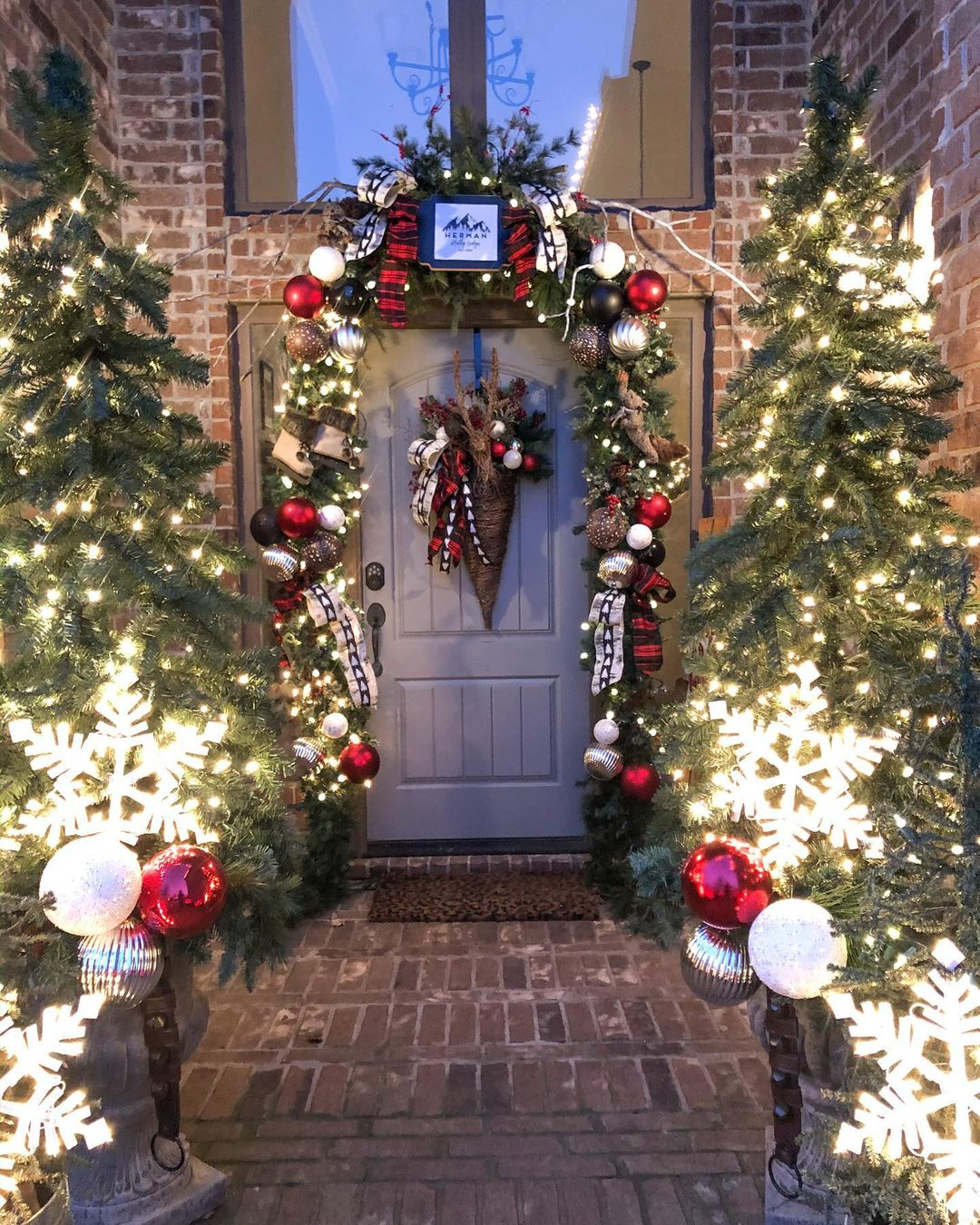 Christmas-front-porch-decor-with-lights