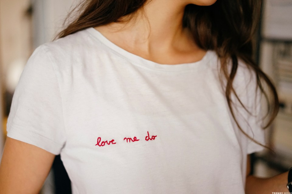 "T-shirt brodé ""Love me do"""