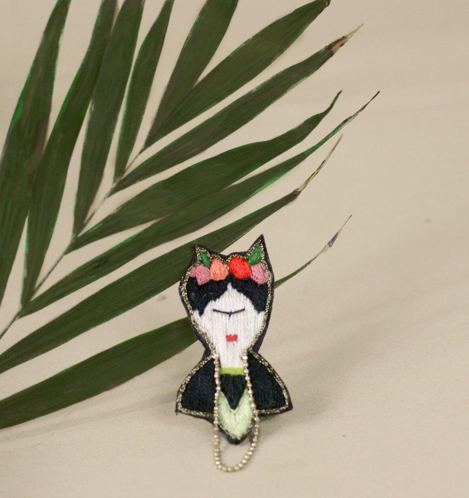 Broche brodée à la main, Broderie Frida Kahlo