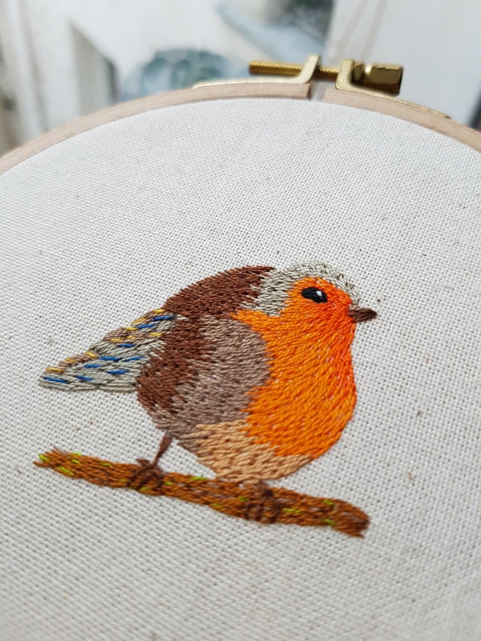 broderie-oiseau-gros-plan