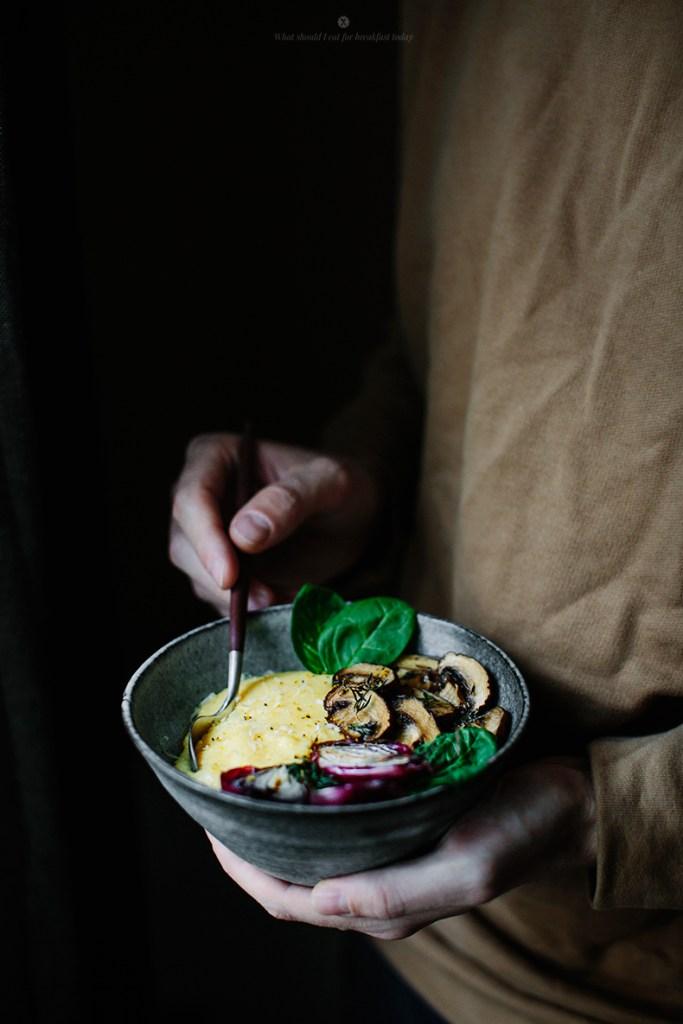 Bol de polenta et champignons