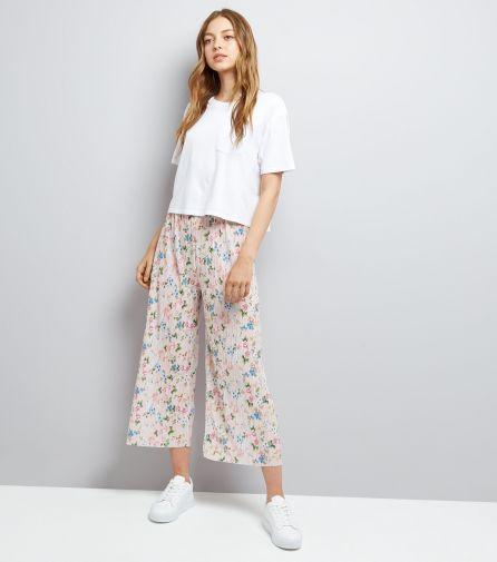 Pantalon court plissé rose pâle à imprimé floral - Newlook