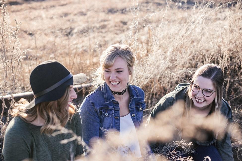 Amies à la campagne