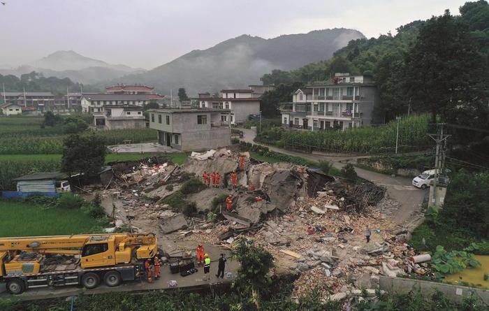News Sisma in Cina, bilancio sale a 12 morti – Ultima Ora