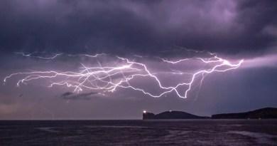 Super tempesta di fulmini a Capo Caccia, la natura dà spettacolo