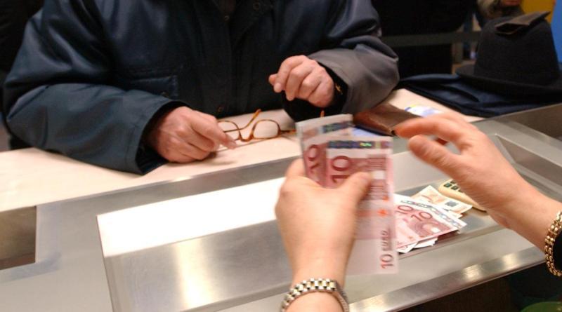 Lotta al contante a colpi di bonus e sanzioni