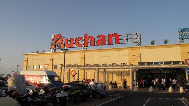 Gli ipermercati Auchan cambiano insegna: in Sicilia ansia per 800 lavoratori