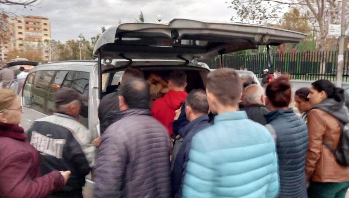 Sisma Albania: è ressa per il pane