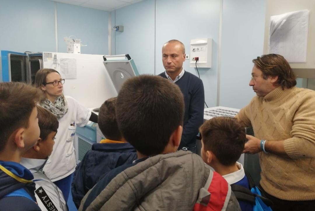 Donazione sangue, studenti visitano l'ospedale Cervello per iniziativa di sensibilizzazione