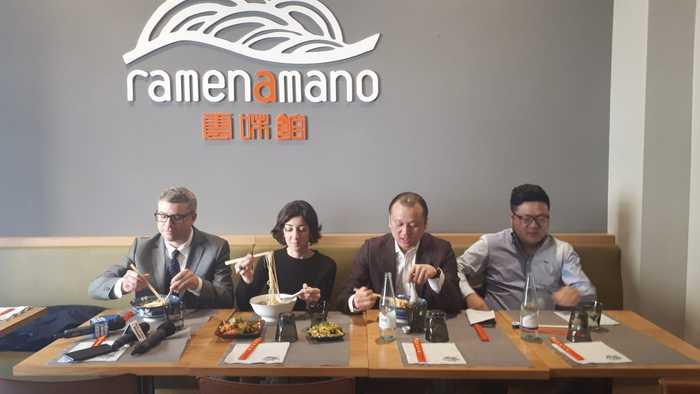 A Milano pranzo contro psicosi del virus