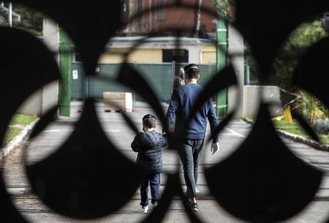 Coronavirus in Italia, gli ospiti in isolamento: «L'italiano contagiato era in una singola, con noi pochi…