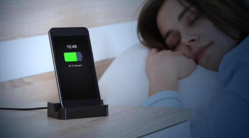 Smartphone sul comodino: tenerlo in carica di notte è…