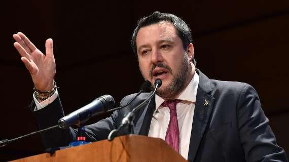 Calcio:Salvini attacca Valeri, arbitro con maglia bianconera