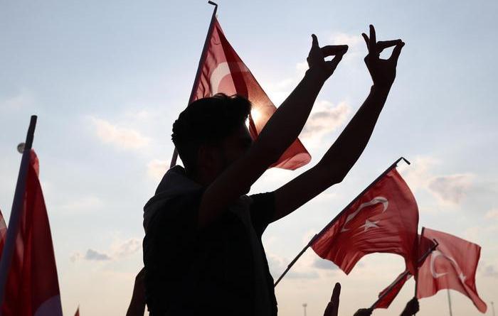 Turchia:766 mandati arresto a 'golpisti'