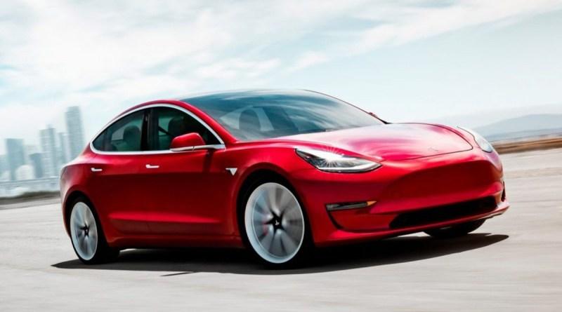 Tesla: Toyota e Volkswagen indietro di 6 anni nell'elettronica