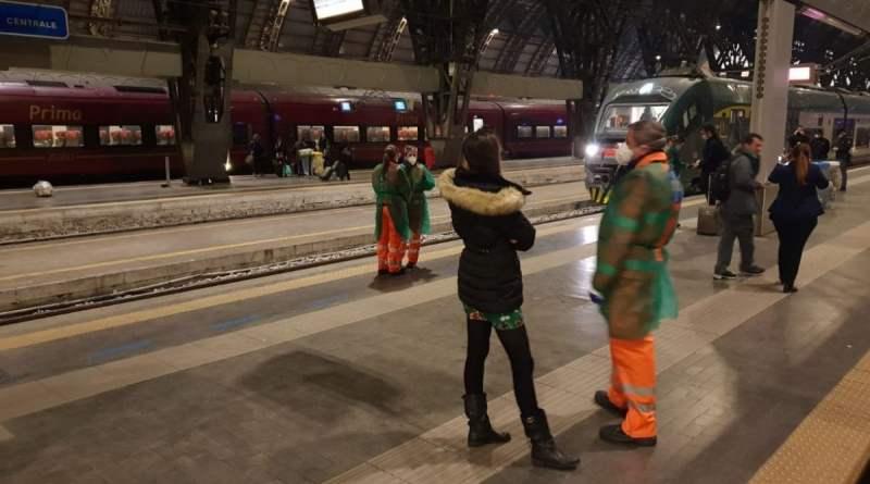 Coronavirus, due treni bloccati per ore a Lecce e a Milano per casi sospetti di passeggeri contagiati