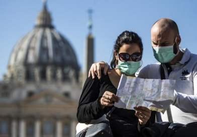 """Coronavirus, sempre più paesi sconsigliano i viaggi in Italia: """"Una mazzata per il turismo e il pil"""""""