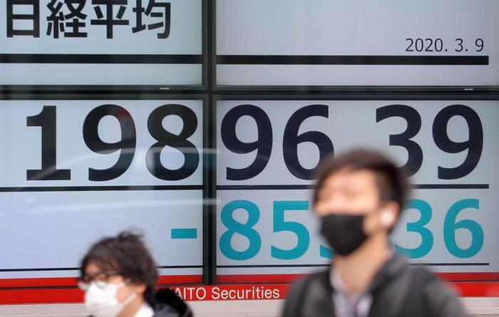Virus: le borse sprofondano, Tokyo -6%