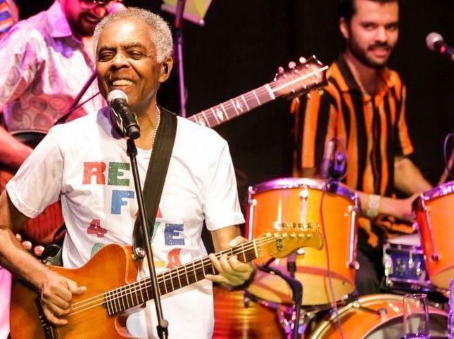√ Gilberto Gil canta 'Nel blu dipinto di blu' per l'Italia. Video | News | Rockol