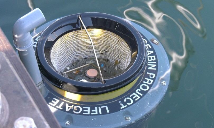 Il 'cestino' che raccoglie in mare 500 chili di rifiuti l'anno