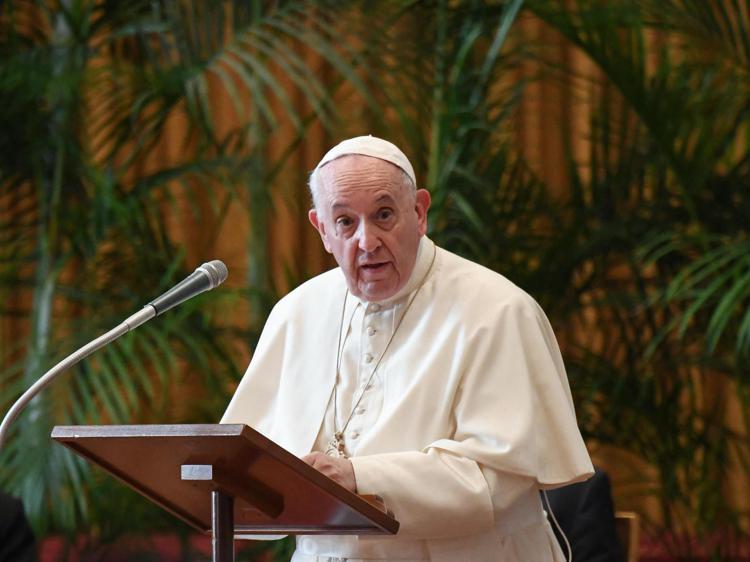 """Papa Francesco alle suore: """"Non fate le zitellone"""""""