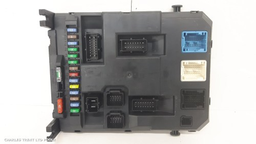 small resolution of fuse box