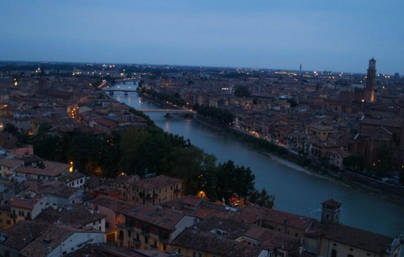 Un Romeo e una Giulietta a Verona.