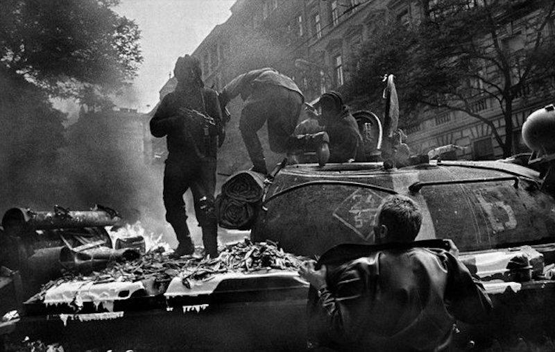 Tank-Josef-Koudelka-Tres-Bohemes