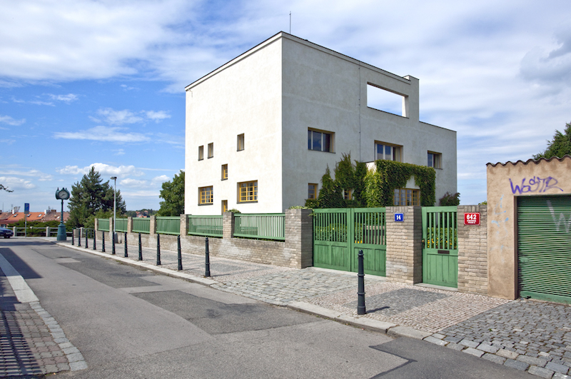 The-Prague-Villa-That-Became-a-Landmark-of-Modern-Architecture-Tres-Bohemes-1