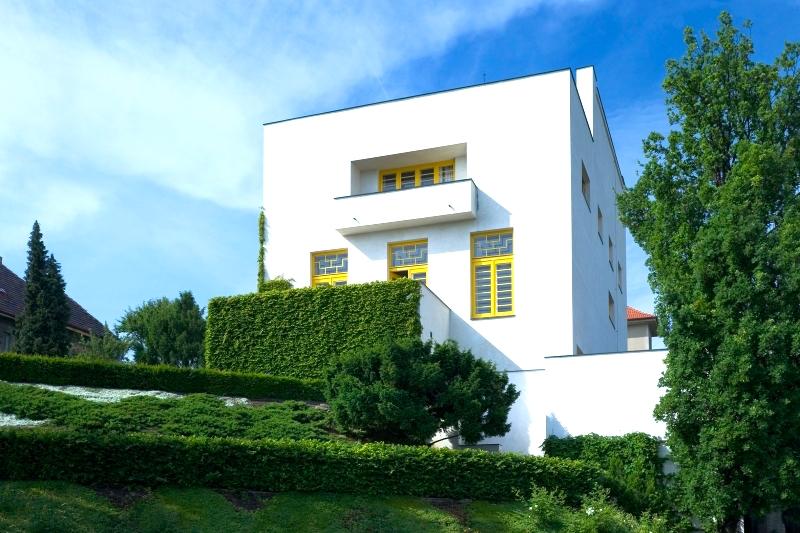 The-Prague-Villa-That-Became-a-Landmark-of-Modern-Architecture-Tres-Bohemes-3